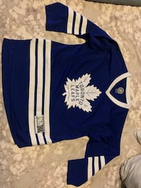 Youth xl leafs jersey