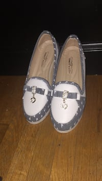 Pair of white-and-black flats Ottawa, K2B 7T5