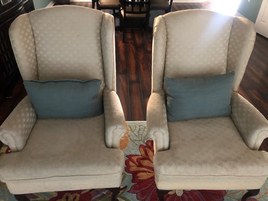 Photo Wing back chairs x 2