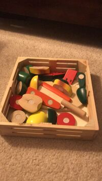 Wooden fruit and veggie cutting toy set. Great for fine motor skills Centreville, 20121