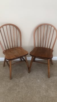 2 wood chairs Waldorf, 20603