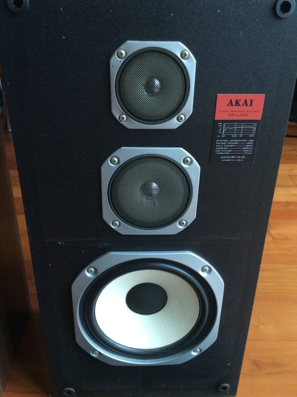 Akia Floor speakers 7b6558ea-8c3d-4935-a52f-3c89ea22ee98