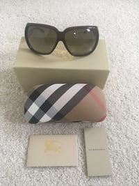 black framed sunglasses with case Aurora, L4G