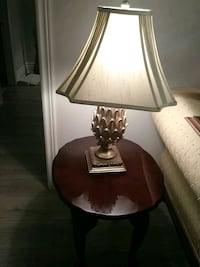 2 lamptables and lamps
