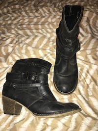 pair of black leather boots Prince Albert, S6V 3E5