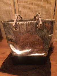 Authentic Michael Kors patent leather gold tote Toronto, M9B 0B1