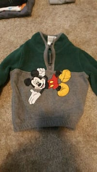 black and white Mickey Mouse print sweater Pottsville, 17901