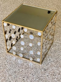 """Beautiful Mirrored End Table 18"""" Frankfort, 60423"""