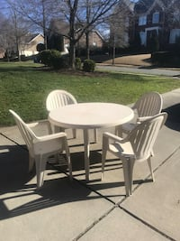 White Round Outdoor Plastic Table With 4 Matching Chairs
