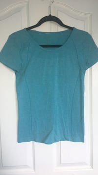 Women's active shirt size medium
