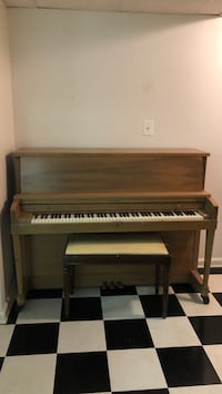 Piano with bench Glenn Dale, 20769