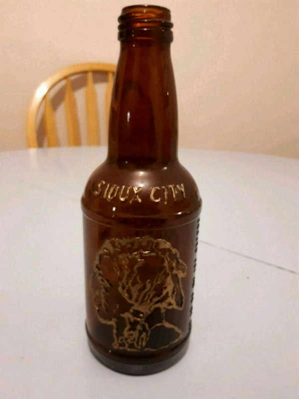 Vintage Sioux city bottle 5f0c4cba-5cc7-4fda-8f91-6480648abdd2