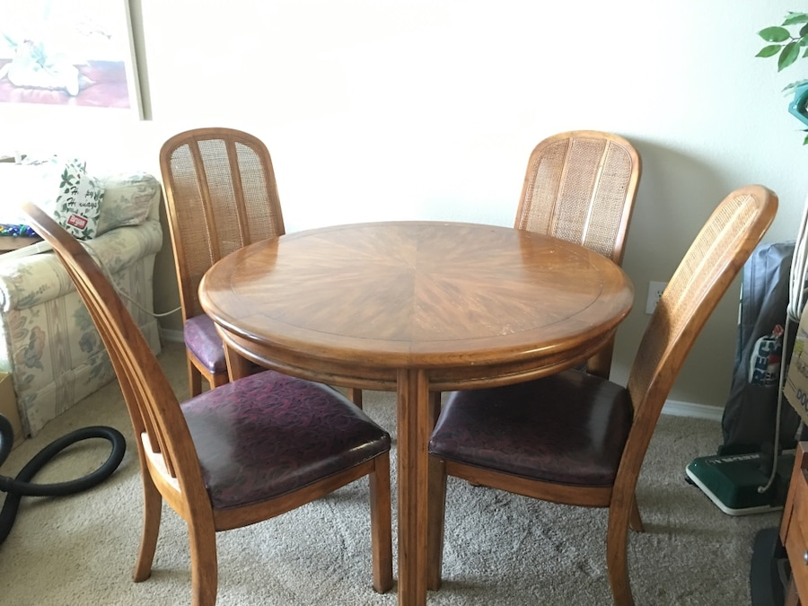 36u201d Oak Round Table W/ 4 Chairs