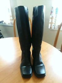Womans leather boots gently used  Coventry, 02816