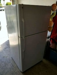 GE white top-mount refrigerator Cathedral City, 92234