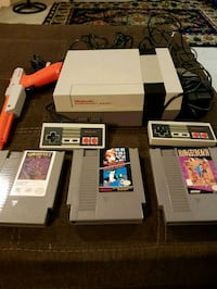 Nes Nintendo with 3 games.gun and 2 controllers Winnipeg, R2H