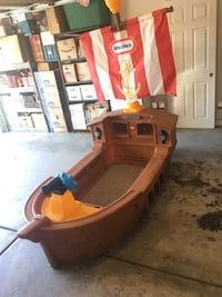 Little Tikes Pirate-ship Bed