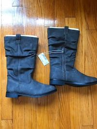 Brand New Girls 4 Boots Gray Frederick, 21702