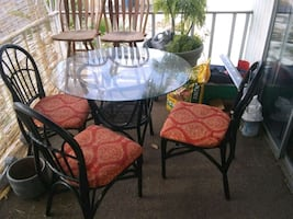 Round, glass dining rm/patio table & 3 chairs
