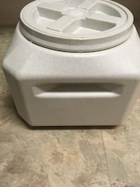 Dog food container  29 mi