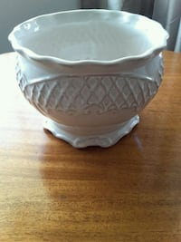 white and gray ceramic planter Bakersfield, 93301