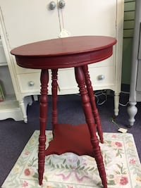 Red Oak Accent Table Hatboro, 19040