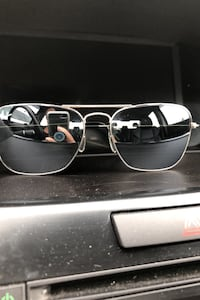 Ray ban silver frame  sunglasses new never worn  for a small face  Laval, H7T 2H3