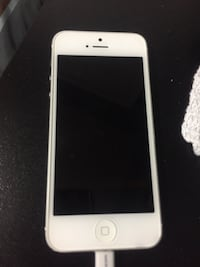 iphone 5 - mint condition and unlocked! - need gone!! Mississauga, L5V 1T9