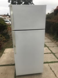$175 GE white 18 cubic fridge free delivery in the San Fernando Valley warranty included Los Angeles, 91411