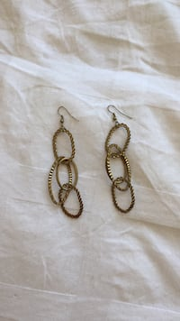 Pair of golden earrings, costume jewelry  Toronto, M6G 1T7