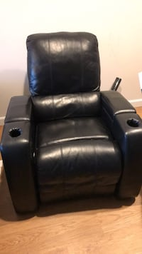 Leather sofa in great condition Waltham, 02453