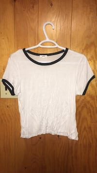 White crop top size XL Edmonton, T6B 0R7