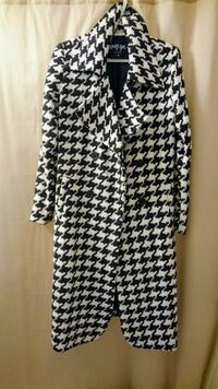 Houndstooth trench coat women's size XS-S Toronto, M6H 2J4