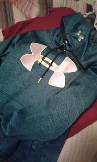 black Under Armour pullover hoodie