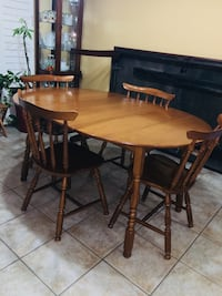 Solid maple wood dining table set with 4 chairs and hutch  543 km
