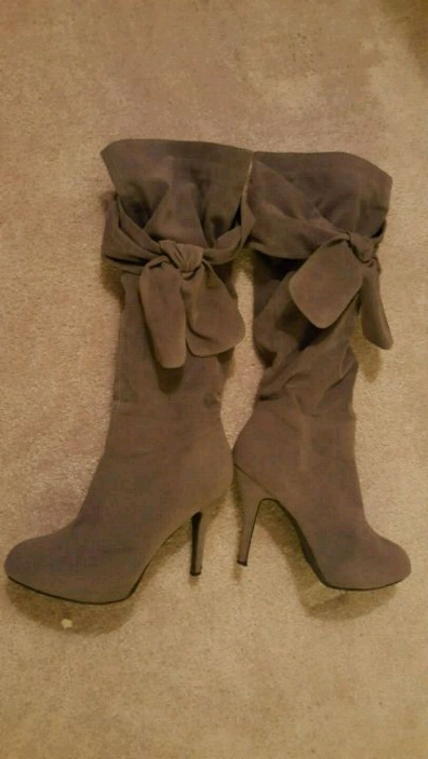 Grey bow-tie  Boots with side zips