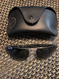 black Ray-Ban sunglasses with case Clifton, 07013