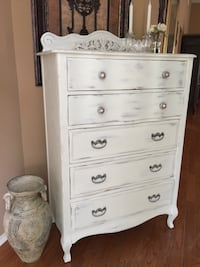 VINTAGE WHITE DISTRESSED TALL 5 DRAWER DRESSER .... Missouri City, 77459