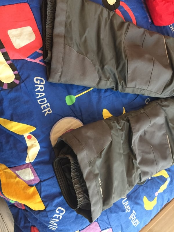 Gently used Columbia winter snow pants and jacket XS e8f4a4f3-c83b-4df4-8f5b-6c10359b5471
