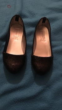 pair of women's black leather flats Broussard, 70518