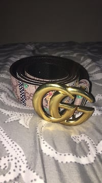 black Gucci leather belt with gold-colored buckle 56 km