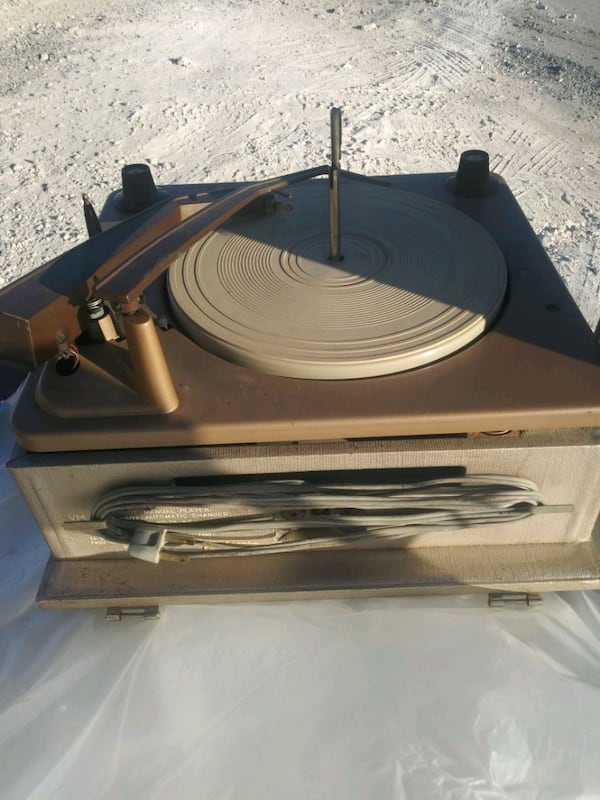 Antique portable Phonograph 3