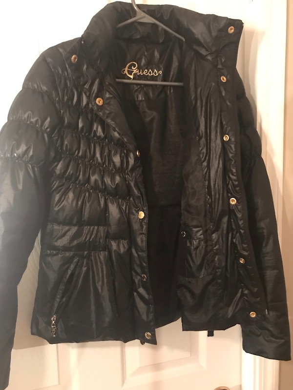 Women's medium guess puffer jacket 3ffbd83c-4373-4a1a-b8e4-a838354180f2