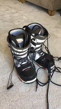 Pair of (brand 32) black-and-gray snowboard ...boot size is 9.5 Clarksburg, 20871