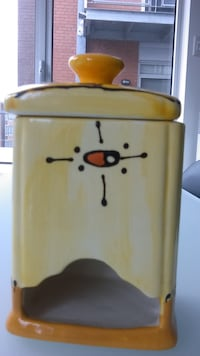 Yellow ceramic canister for tea Montréal, H2R 1N7