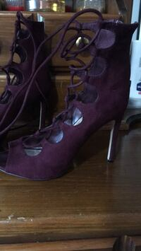 Pair of purple suede peep-toe platform stilettos Delta, V4C 2C5