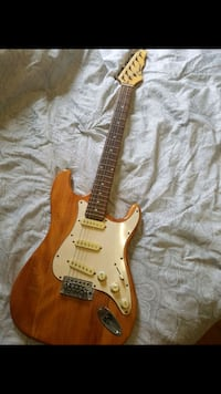 Electric guitar  Laval, H7V 3M1