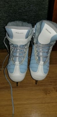 Brand new ladies size 5 skates or youth size 3