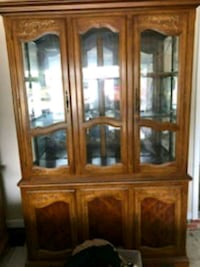 CHINA CABINET HUTCH  Raleigh, 27614