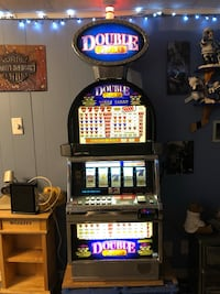 Slot Machine (fully functioning)Double Gold